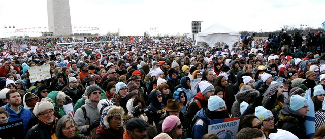 35.000 citizens demanding progress on climate und energy issues in DC on 2/17/2013. (Photo by 350.org, CC BY-NC-SA 2.0)