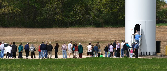 Queue in front of wind turbine