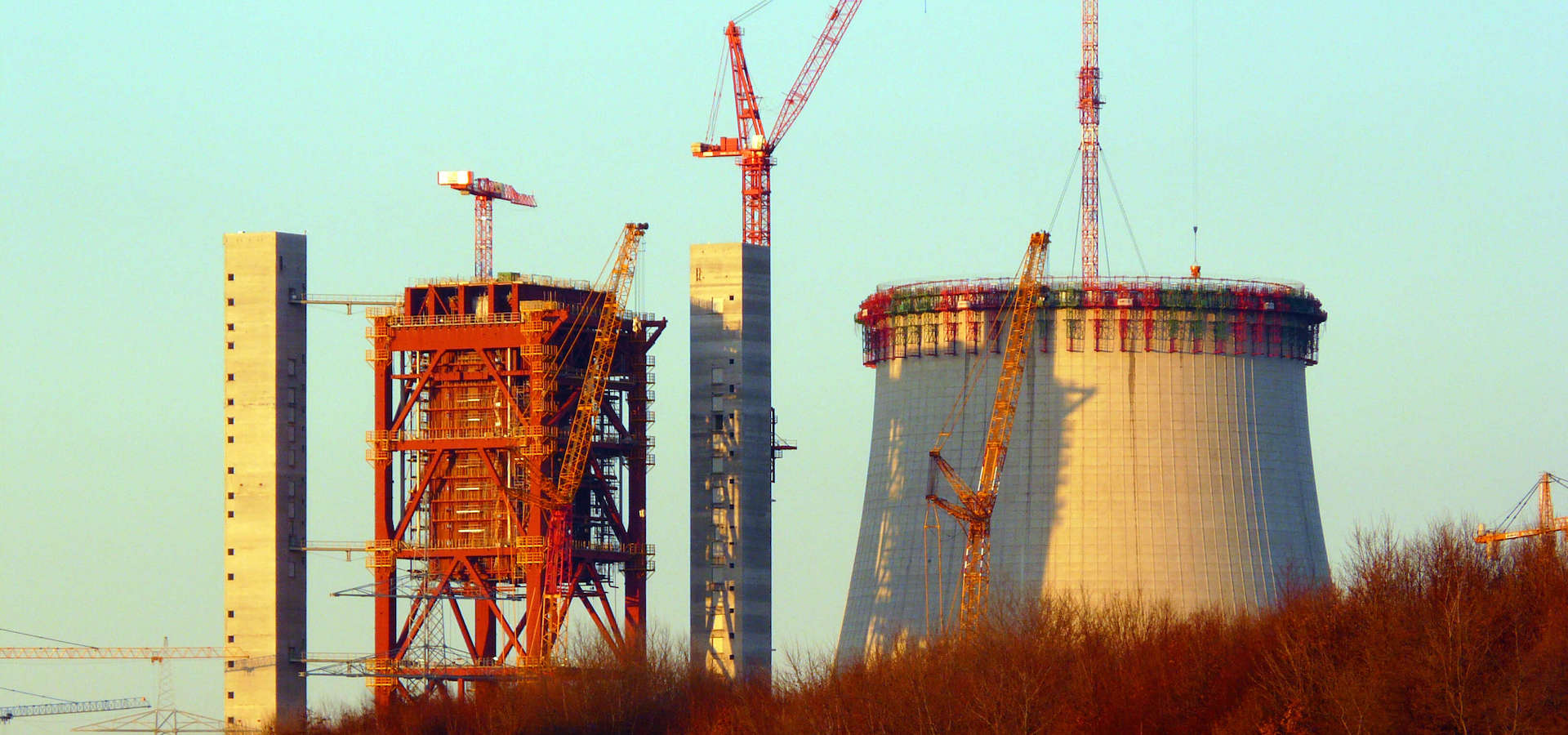 The towers of the last coal plant in Germany? Kraftwerk Datteln (Photo by Don Geochotte, edited, CC BY-SA 3.0)