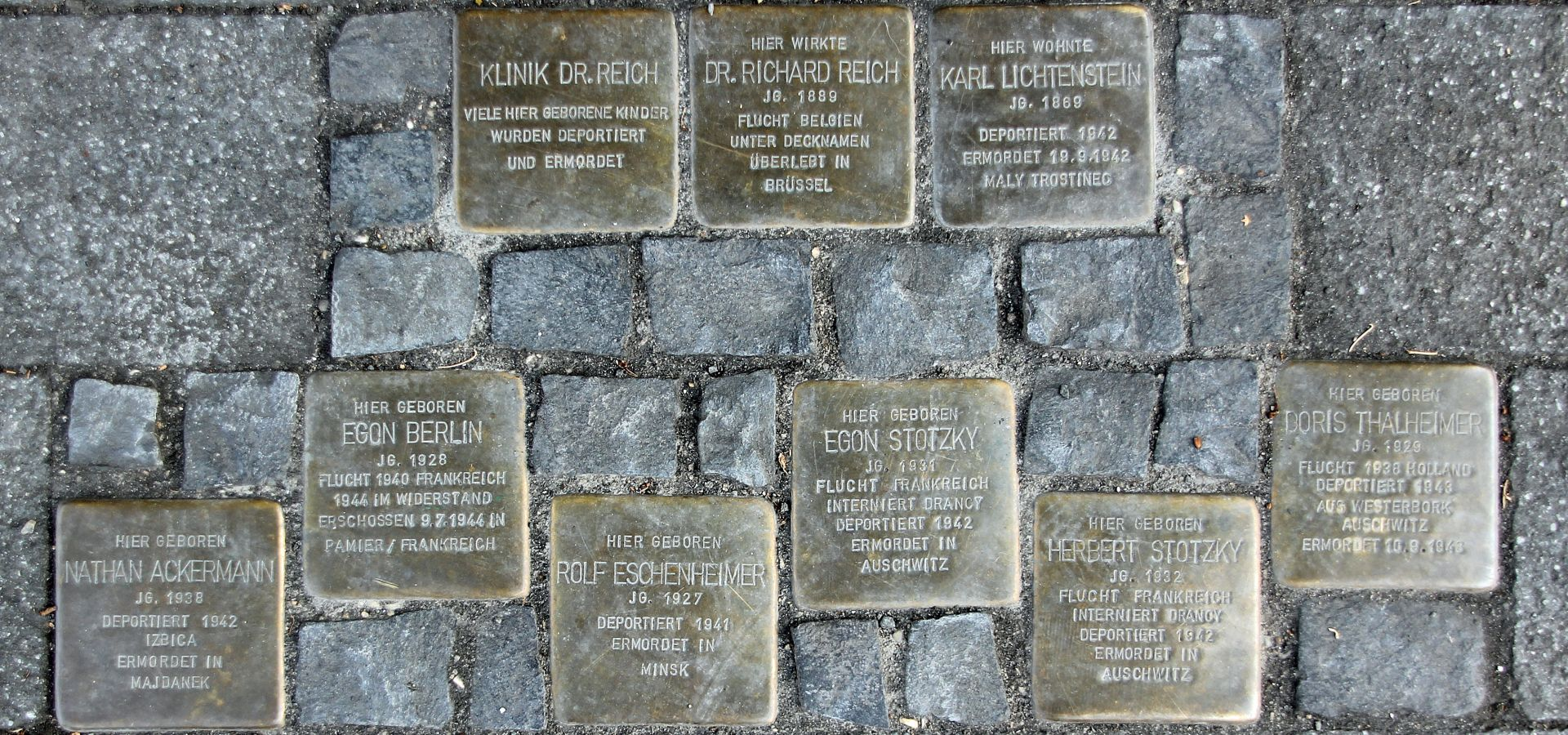 stolpersteine - memorial to the victims of Nazi regime
