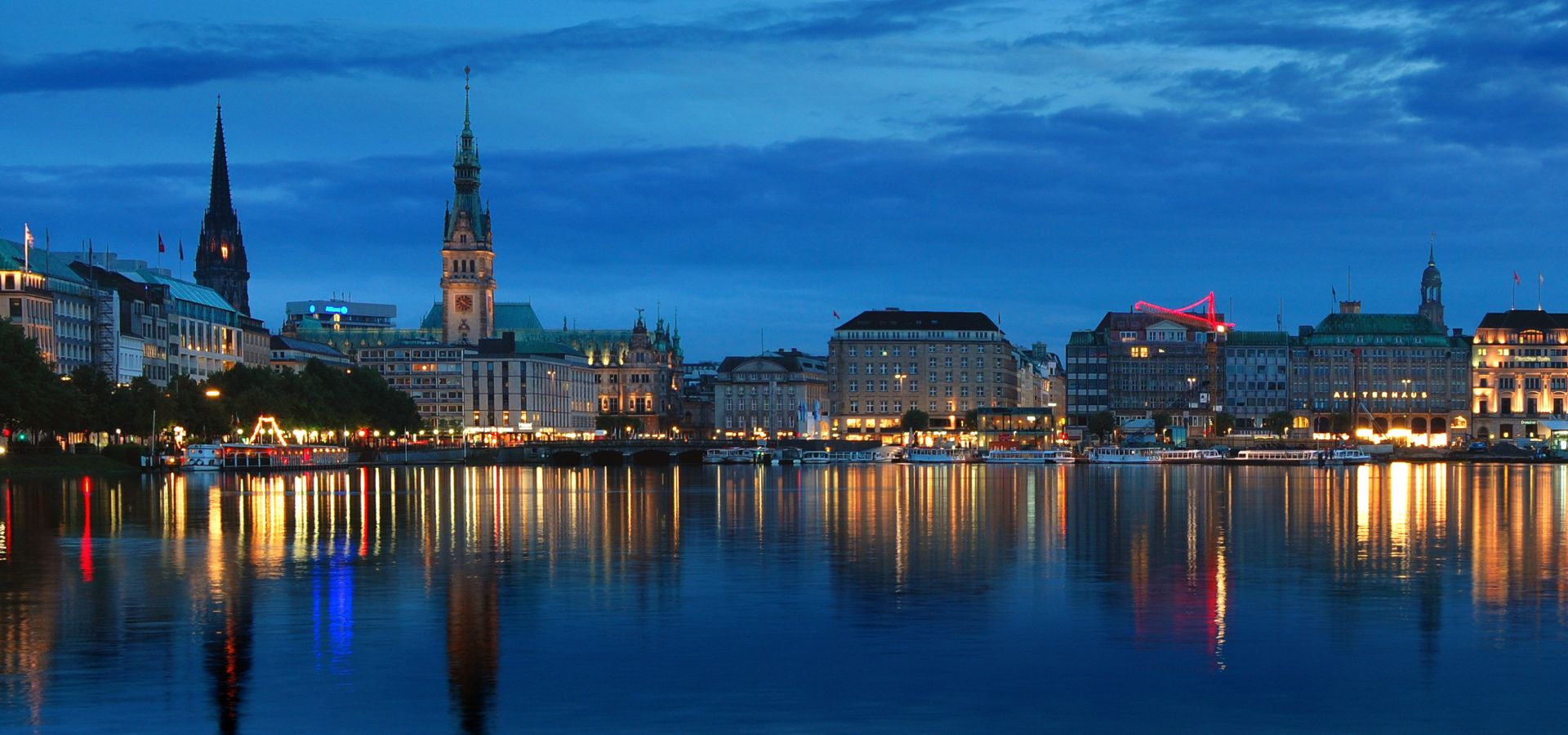 panorama of hamburg from the Alster river at night