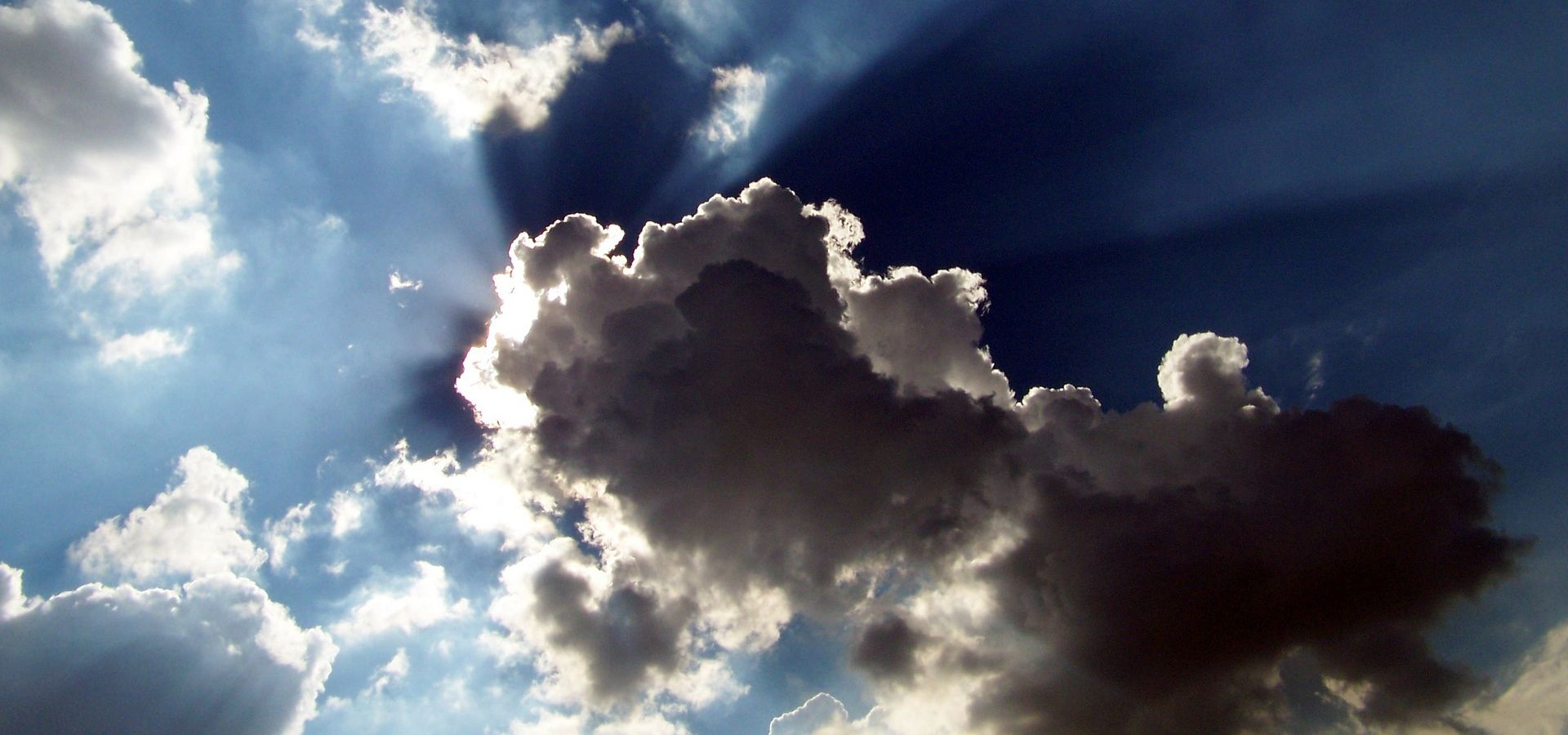 cloud in front of the sun, silver lining