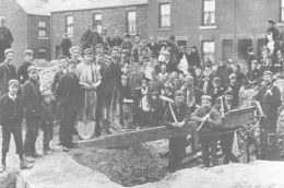 Striking miners independently work a seam of coal they have discovered on a building site off Handsworth Road in Darnall, Sheffield during the 1893 dispute.