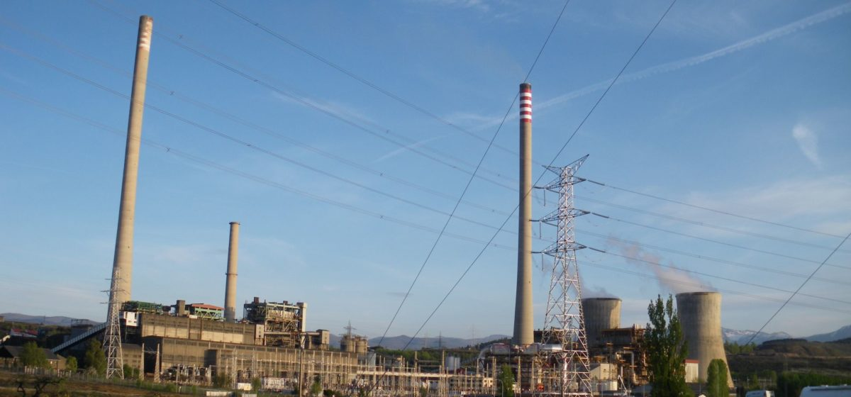 A view of the Compostilla coal plant and its power lines
