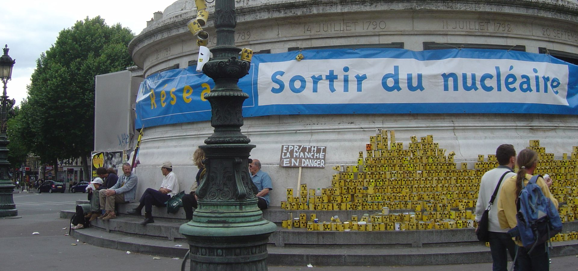 Bastille column in Paris with banner reading sortir du nucleaire