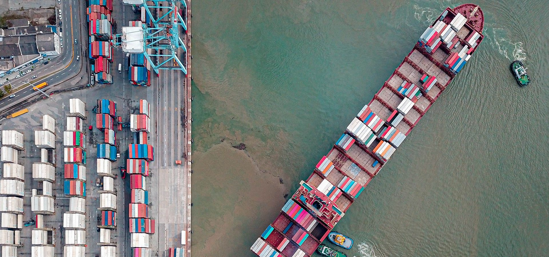 container ship delivers the cargo