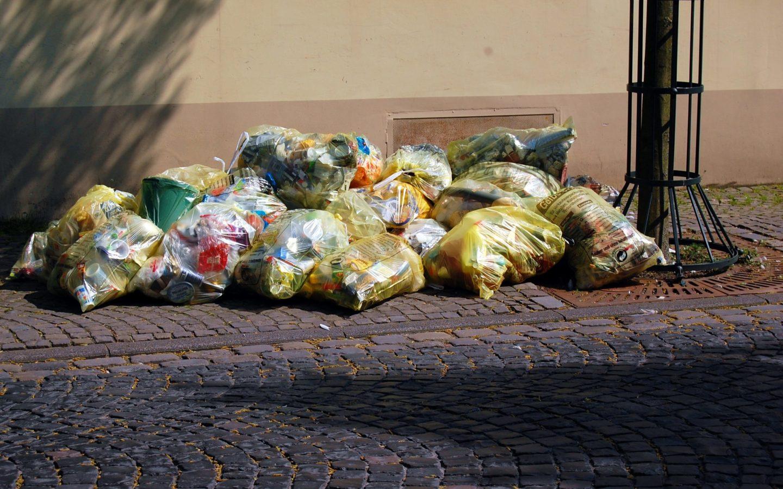 Plastic waste remains a big problem in the EU despite some progress (Photo by Thomas Max Müller / pixelio.de, CC BY-SA 4.0)